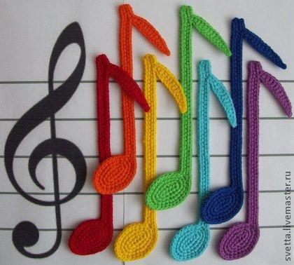 Rainbow notes in crochet