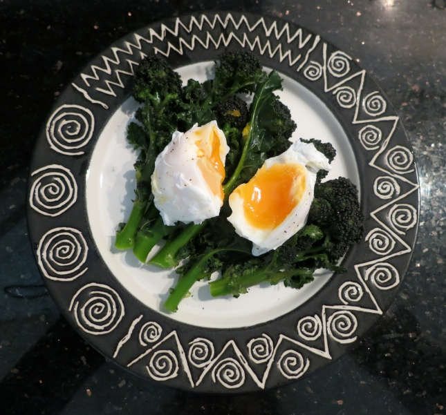 Poached egg on steamed broccoli