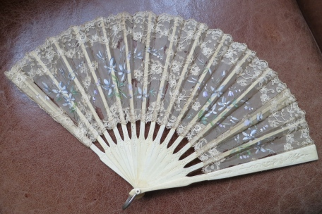Violet and lace fan