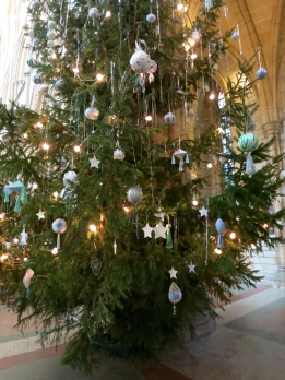 The Cathedral's Christmas tree full of messages of peace