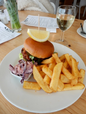 Halloumi burger with chips and a glass of Sauvignon Blanc