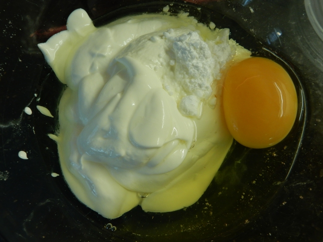 The sour cream, baking powder and egg ready to mix together