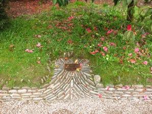 Stone pattern around the drain